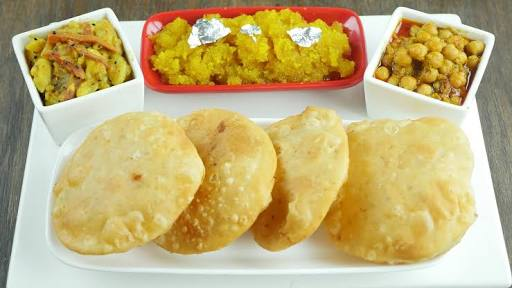 Kachori With Aalu Ki Tarkari Recipe